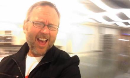 VIDEO – Quand Céline Dion fait une promesse, elle la tient ! Elle a invité Richard Dunn, son fan ayant tourné la vidéo de «All By Myself» à l'aéroport de Las Vegas.