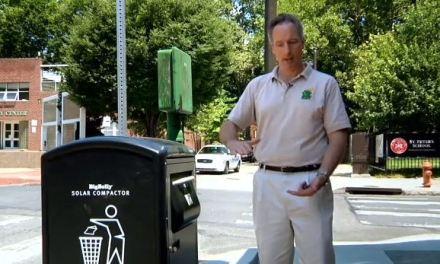 La poubelle solaire compacte les déchets et réduit le volume par cinq!