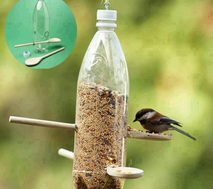 comment fabriquer un garde manger pour oiseaux avec une bouteille en plastique journal des. Black Bedroom Furniture Sets. Home Design Ideas