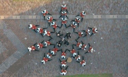 Cette incroyable chorégraphie entièrement filmée à l'aide d'un drone offre un spectacle aérien de toute beauté !