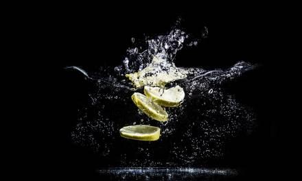 Voici ce qui arrive si vous buvez de l'eau de citron tous les matins.