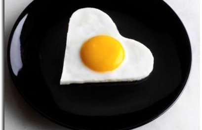 Moule pour oeuf sur le plat en forme de coeur