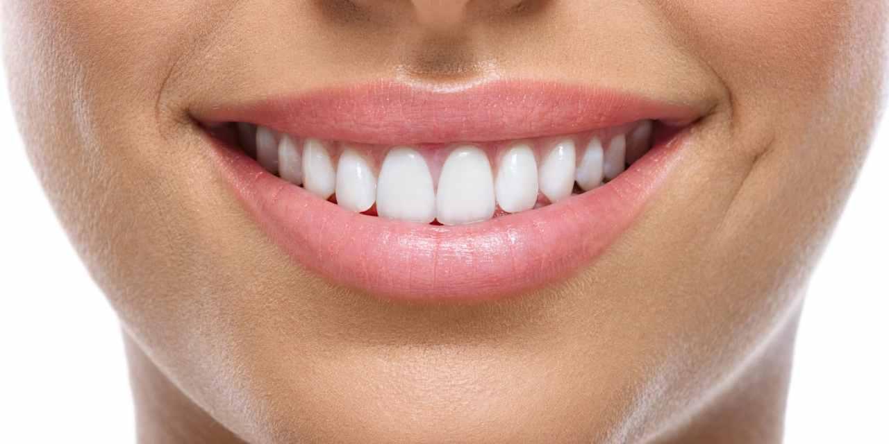 Le charbon actif l'astuce naturelle imbattable pour avoir les dents blanches