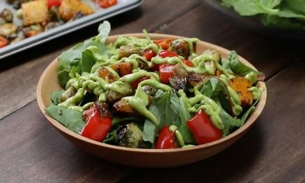 """Salade """"Veggie"""" légumes rôtis et sauce avocat!"""