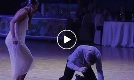 Magique moment de danse avec un danseur aveugle