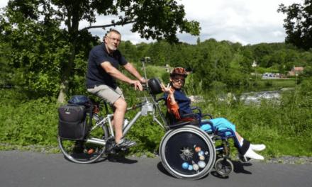 Grâce à son invention, les personnes en fauteuil roulant peuvent goûter au plaisir d'une balade à vélo