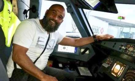 Tarik Sahibeddine, ancien champion de boxe, maîtrise un forcené menaçant de détourner un vol Munich-Paris