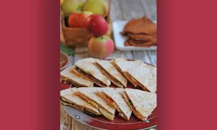 Quesadilla végétarienne aux pommes et oignons caramélisés