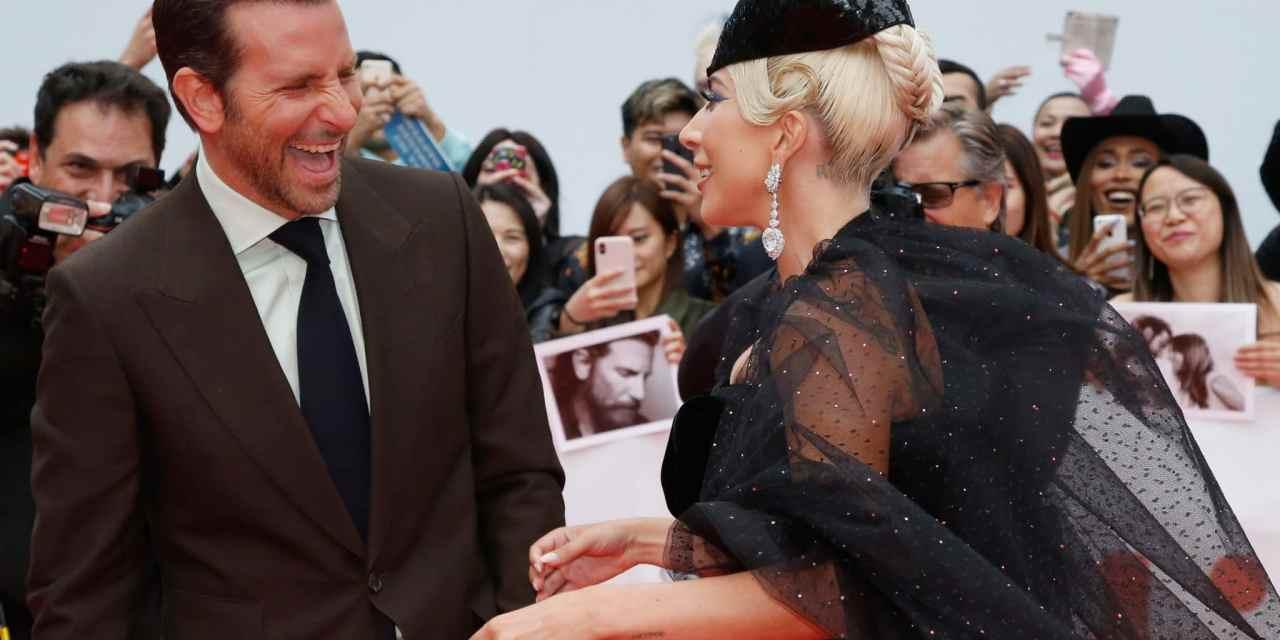 Lady Gaga et Bradley Cooper main dans la main au Festival de Toronto pour présenter «A star is Born»