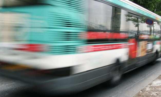 Paris: Un chauffeur de bus a évité de justesse l'enlèvement d'une fillette dans la rue