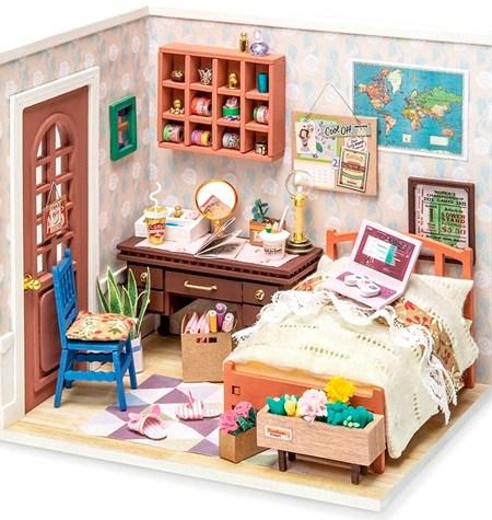 Miniature House DIY – Anne's Bedroom