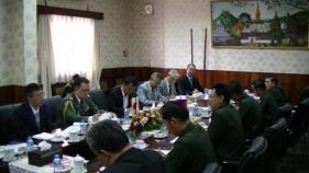 ラオス国防省での会議