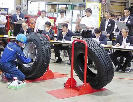 安全な点検整備を タイヤメーカーが整備技術のコンテスト開催