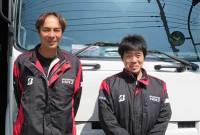 中島聖志支店長(左)と山本雅人課長