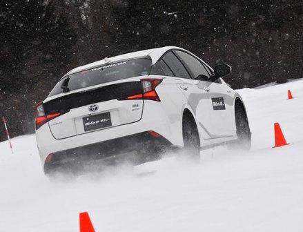 雪道での安心をオールシーズンタイヤ乗り比べ ③横浜ゴム「BluEarth-4S AW21」