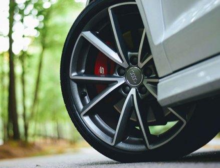 5月のタイヤ販売 新車用タイヤは過去最大級のマイナスに