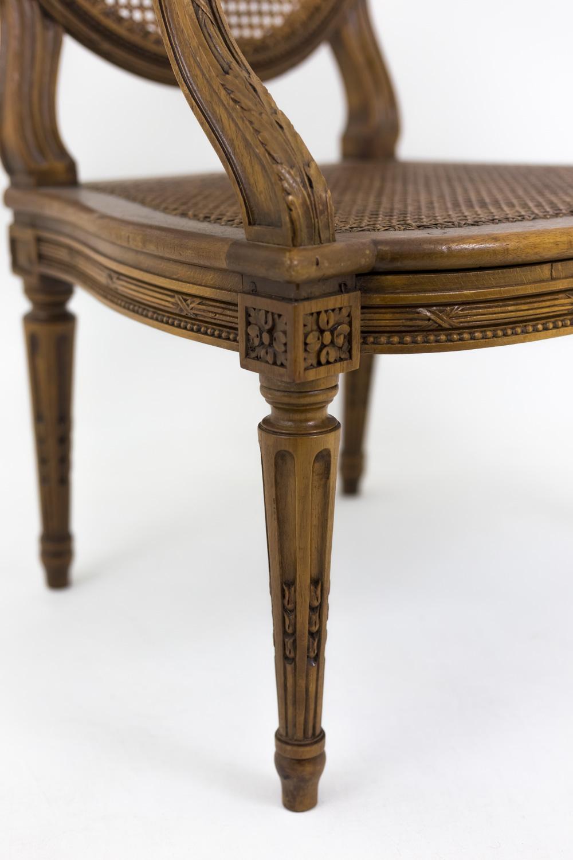 paire de fauteuils cannes de style louis xvi xixe siecle
