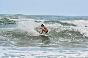 Surfing_Bethells_Beach-New_Zealand_DSC_2576_Small