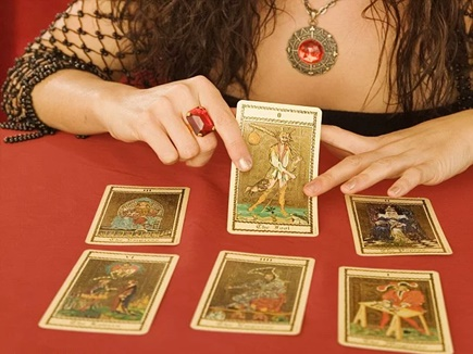 Why-Ladies-read-Tarot-card-mostly-010401