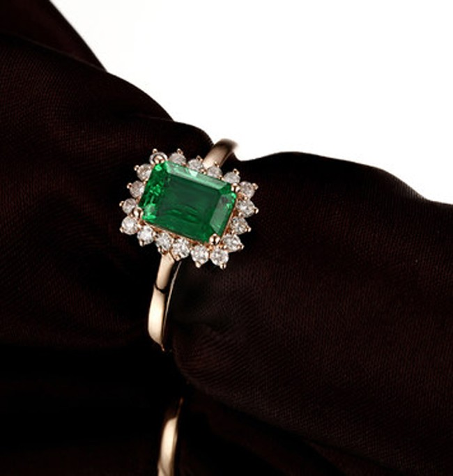 125 Carat Emerald And Diamond Engagement Ring In Yellow