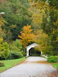 Comstock-covered-bridge-foliage-Vermont