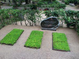 Austra's grave