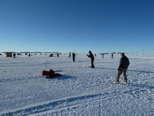 Photo from https://www.flickr.com/photos/ice_drilling/sets/72157626163425403