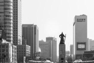 Yi Sun-sin looks into modern-day Seoul.