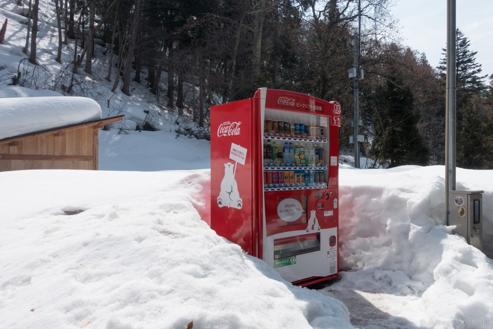 Japan loves vending machines - so much so that a snowy field seems like a great place to maintain one. Hot or cold drinks anytime!