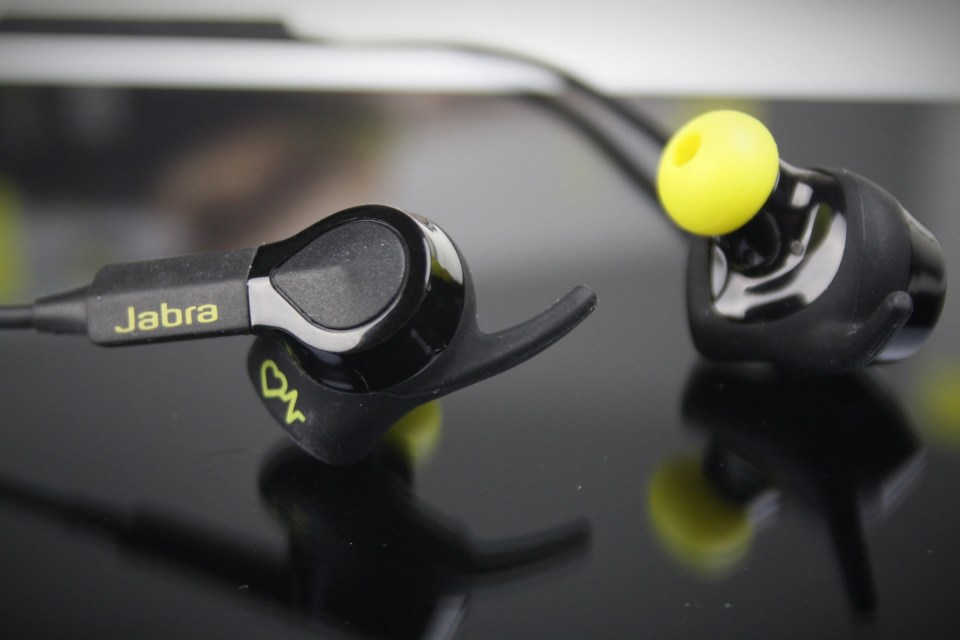 jabra-sport-pulse-closeup