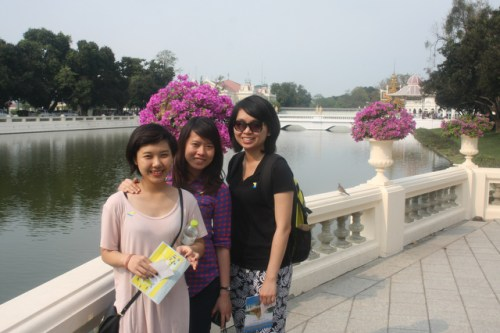 Vietnamese women Connie, Lan, and Ngn met as students at the University of Melbourne.