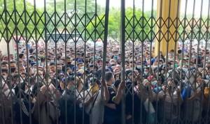 """Antrian Vaksinasi di GOR Medan, Anggota DPRD: """" Niatnya Baik, Manajemen Amburadul"""""""