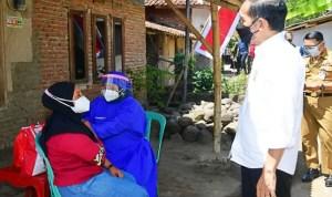 Tinjau Vaksinasi di Cilacap, Presiden Jokowi Harap Masyarakat Mau Divaksin