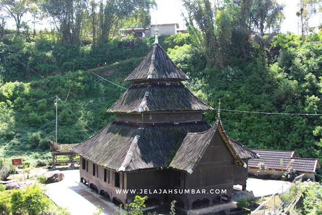 masjid dengan bentuk bangunan yang unik