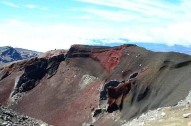 Cratère rouge à Tongariro Nouvelle Zélande