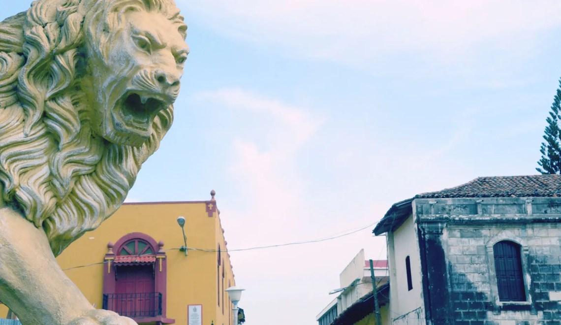 Lion devant la cathédrale