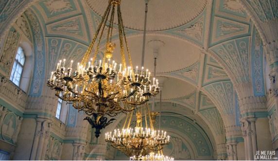 Plafonds décorés et lustres