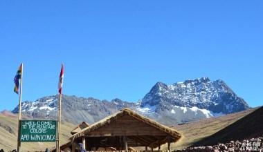 Cabane d'accueil de la Rainbow Mountain