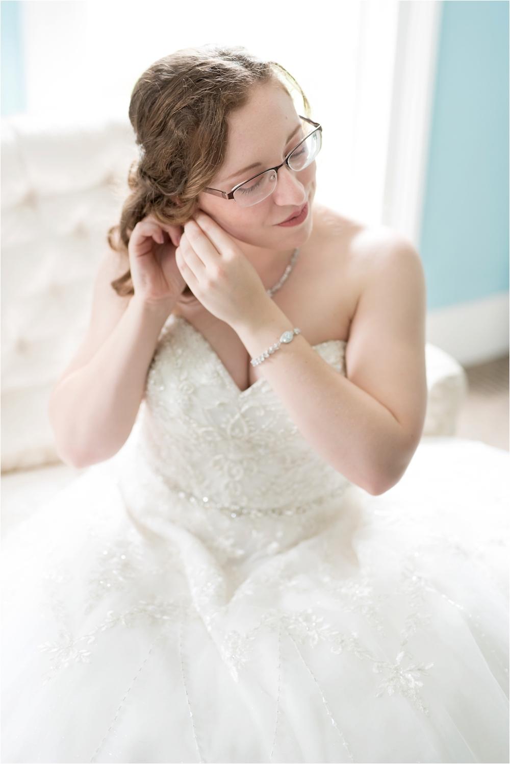 downtown-detroit-classic-elegant-wedding-photo-29.jpg