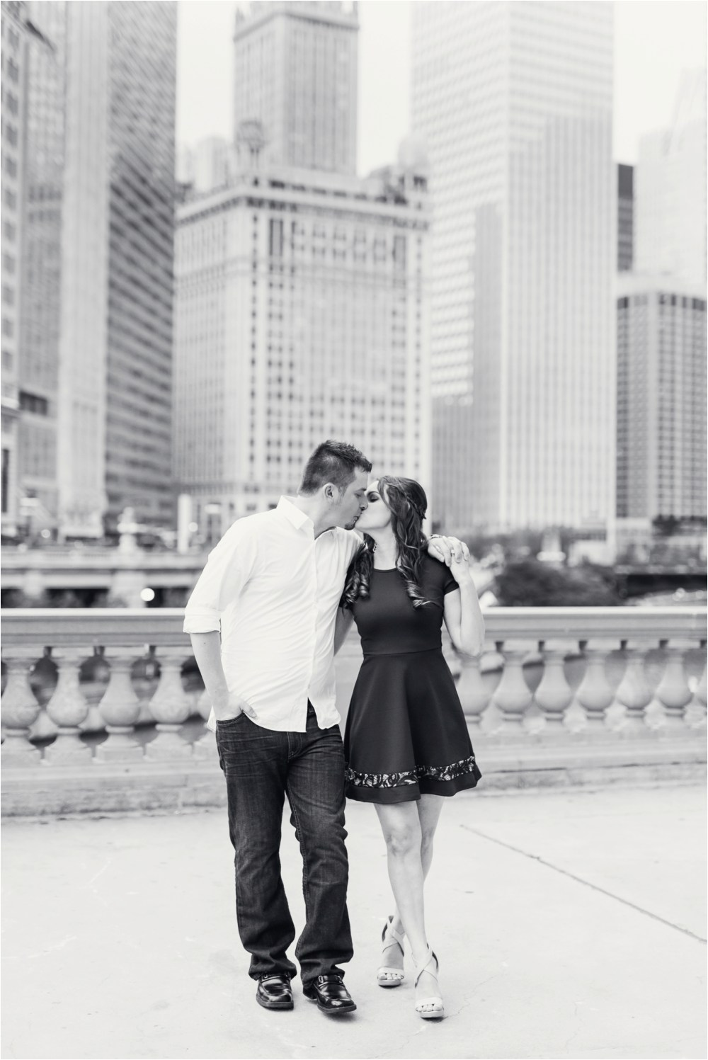 chicago-ilinois-michigna-ave-city-downtown-engagement-photo-30.jpg
