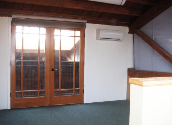 An office with a balcony?? OK!