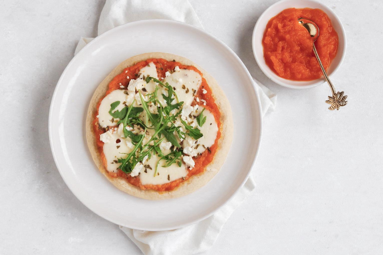 MINI-PIZZA MET GEROOSTERDE POMPOEN EN FETA