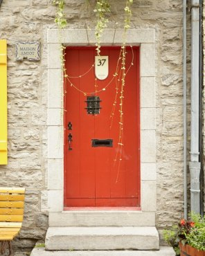 Red Door Art - Maison Amiot