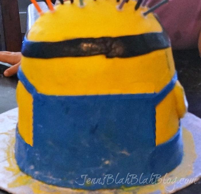 back of minion cake
