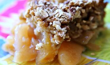Apple Crisp Bake with Crispy Muffin Crumble Topping