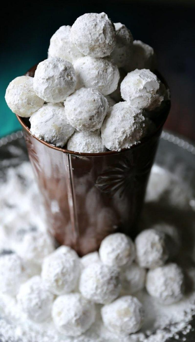 No Bake Peanut Butter Balls with Powder Sugar
