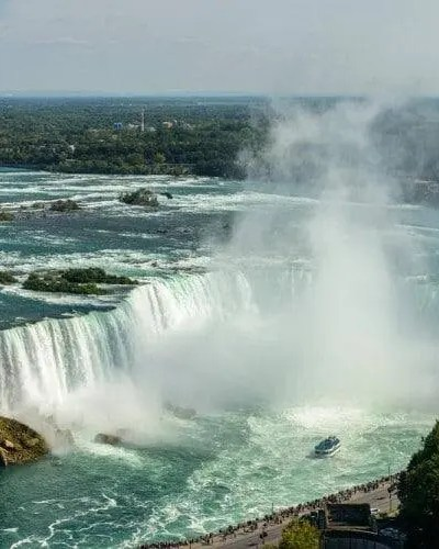 8 Places to See When Touring Canada
