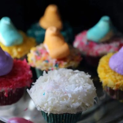 Pineapple Cupcakes & Coconut Buttercream Frosting