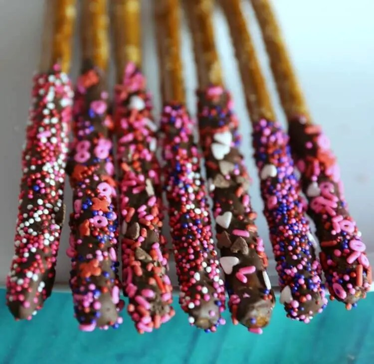 Chocolate Dipped Pretzels for Valentine's Day