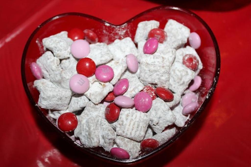 Fun Valentine's Day Muddy Buddies in heart bowl